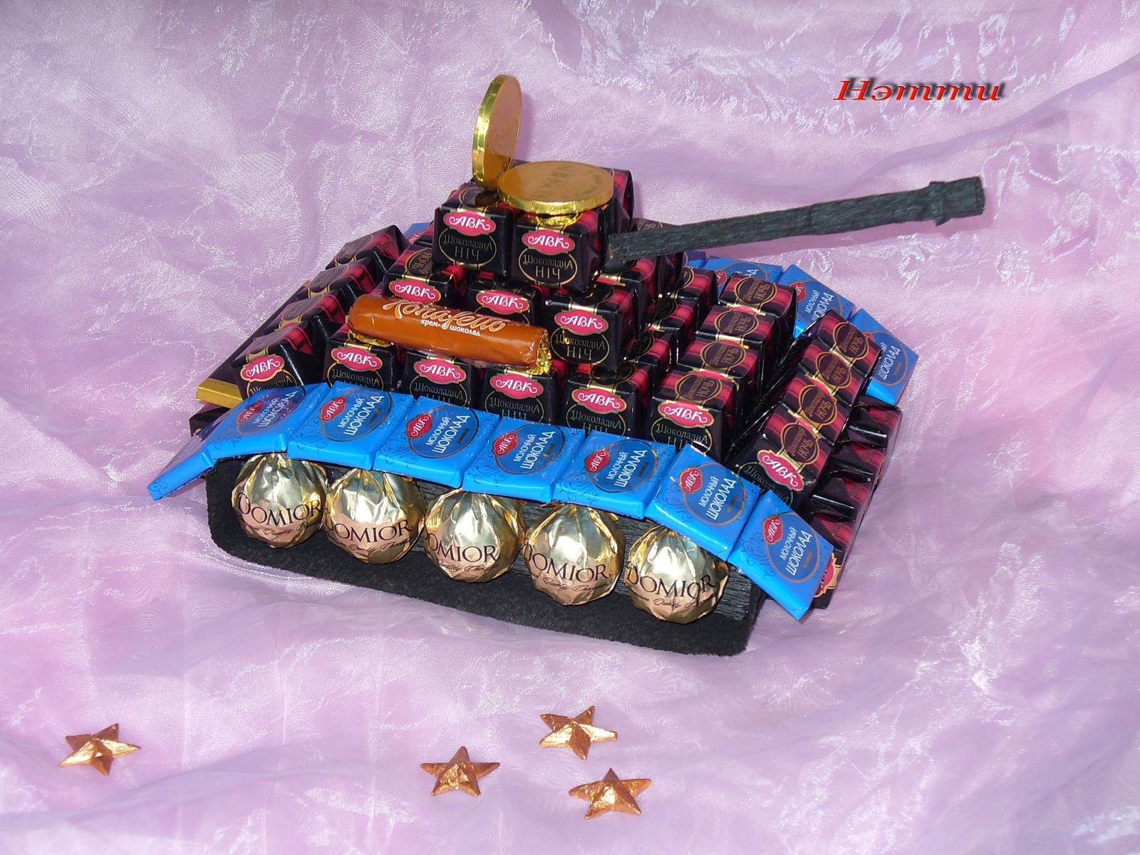Подарок из конфет мальчику на день рождения фото